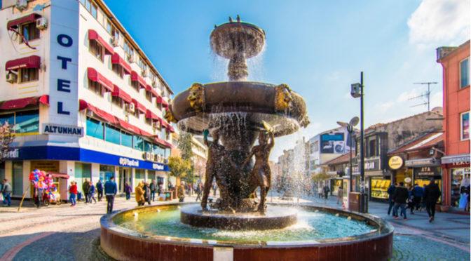 Edirne ile özdeşleşmiş yaşayan bir caddedir.